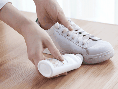 How to use the small white shoe cleaner